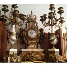 Antikvarinis laikrodis ir žvakidės